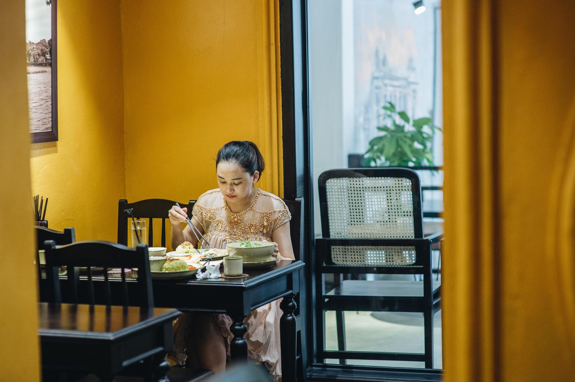 Ngược dòng thời gian cùng Phở Cội: Tìm phong vị phở giữa không gian nhà hàng ấm áp, gợi nét đẹp xưa Hà Nội - Ảnh 2.
