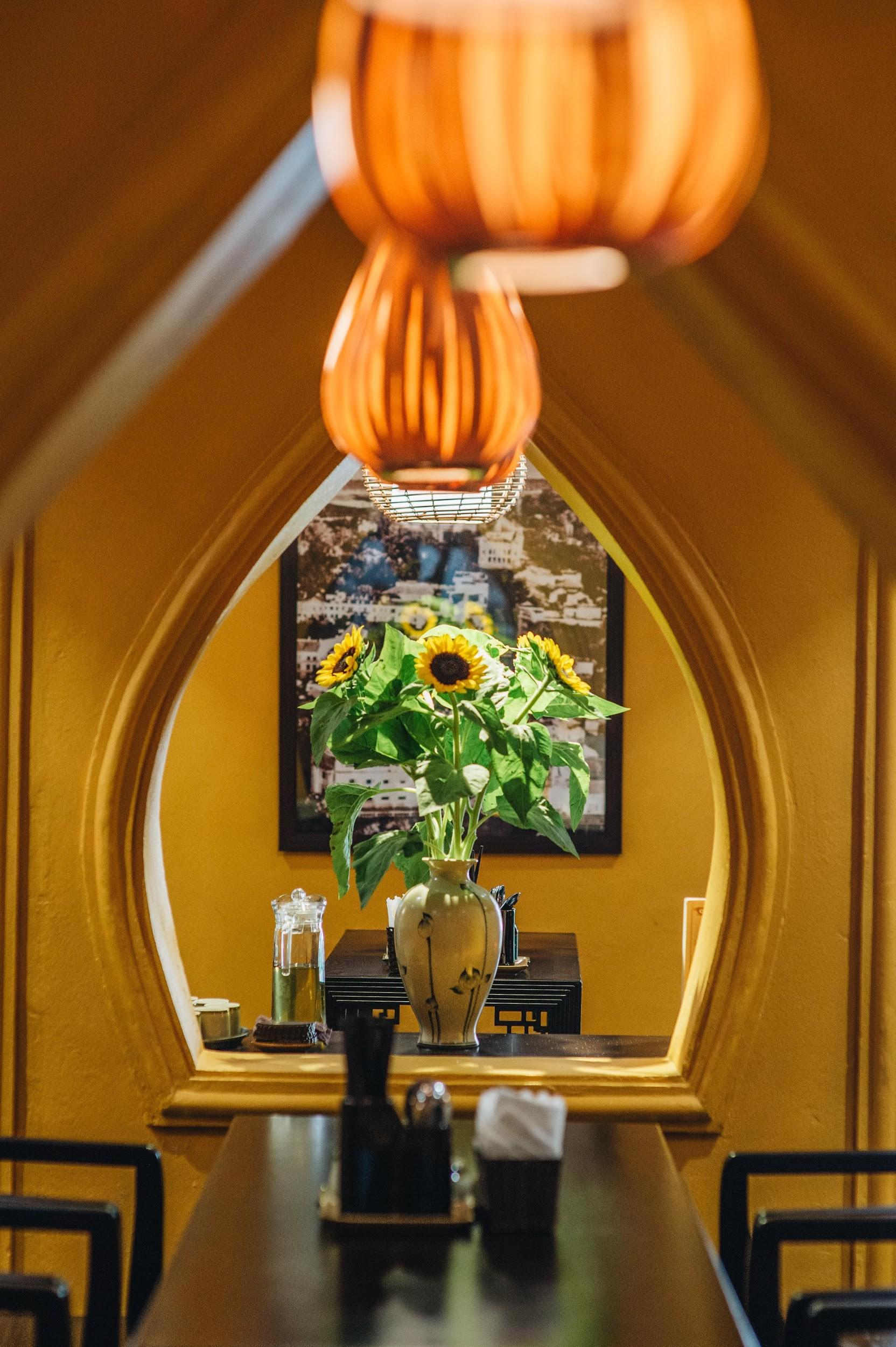 Ngược dòng thời gian cùng Phở Cội: Tìm phong vị phở giữa không gian nhà hàng ấm áp, gợi nét đẹp xưa Hà Nội - Ảnh 10.
