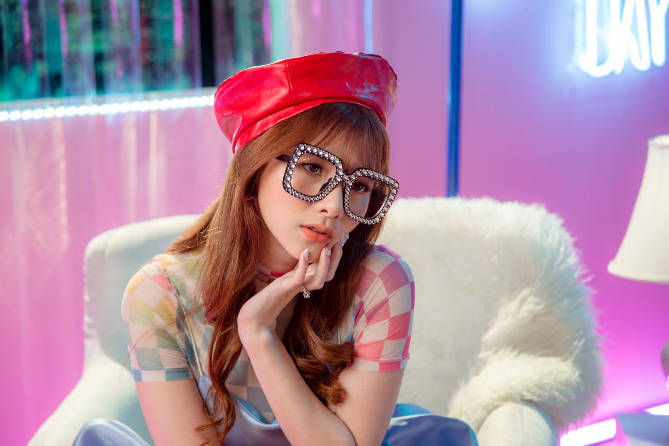 Tân binh Vpop vừa ra mắt đã có MV triệu views sau 24h phát hành - Ảnh 7.