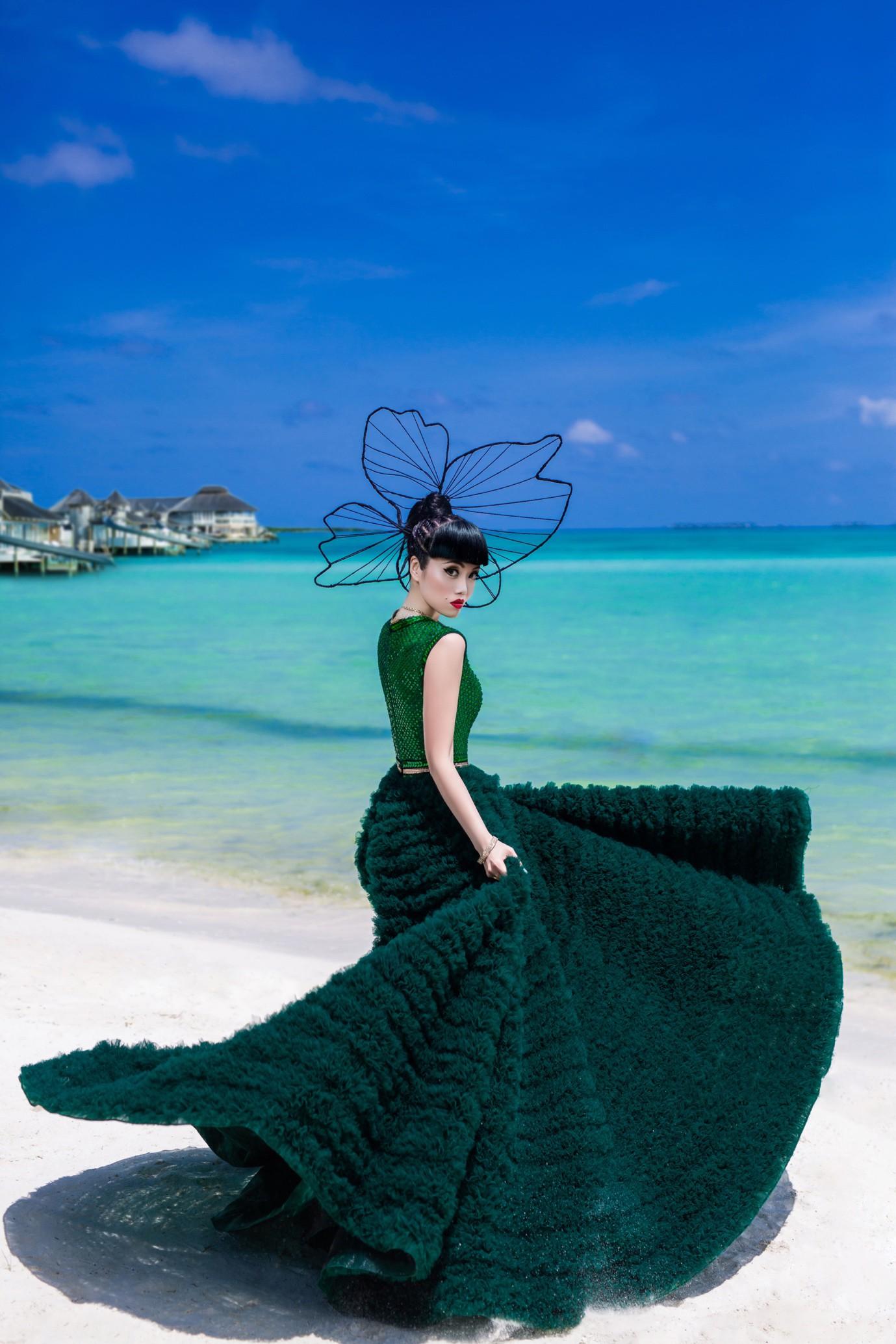 Người thổi hồn cho những kiểu tóc của Jessica Minh Anh tại Maldives - Ảnh 1.
