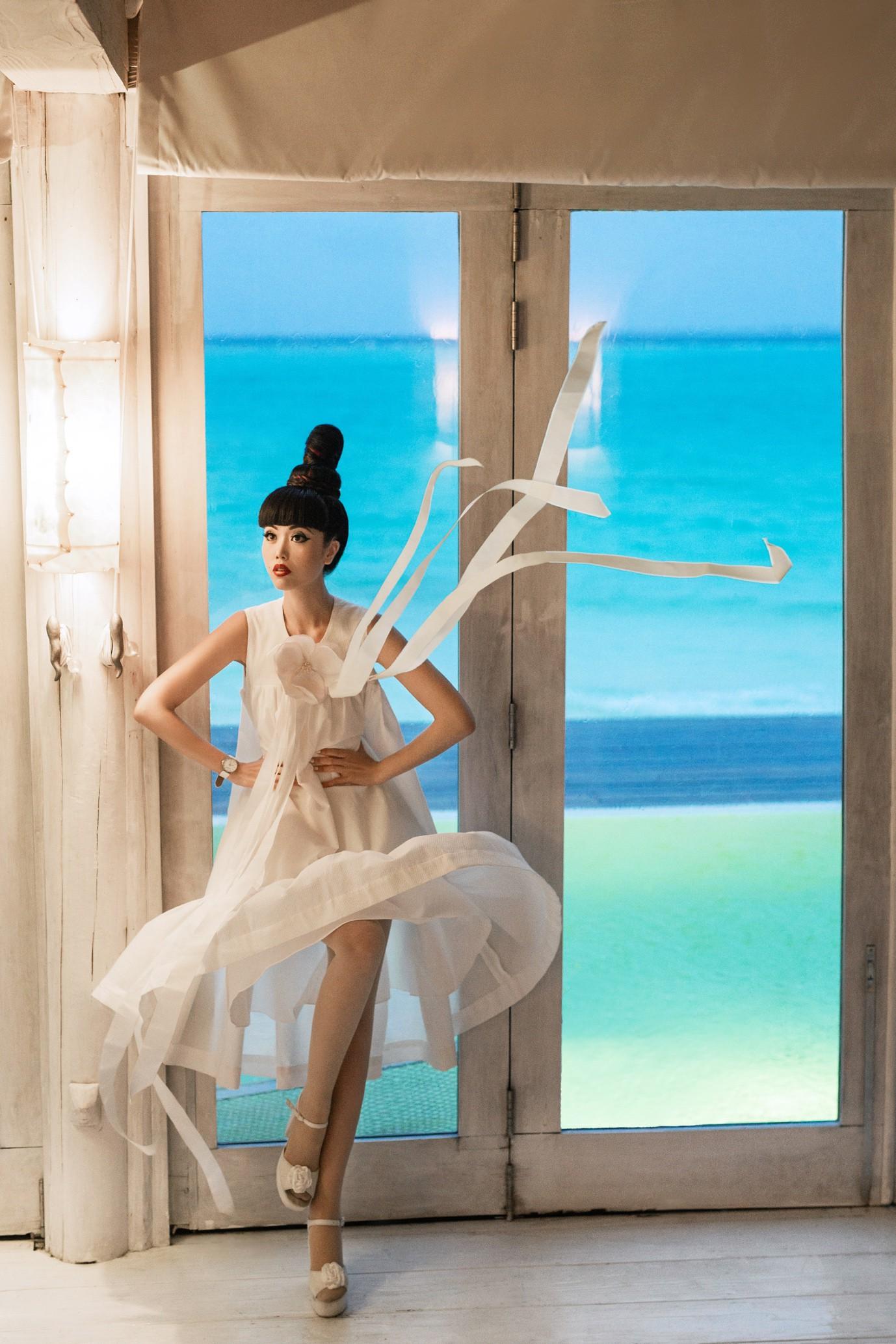 Người thổi hồn cho những kiểu tóc của Jessica Minh Anh tại Maldives - Ảnh 13.