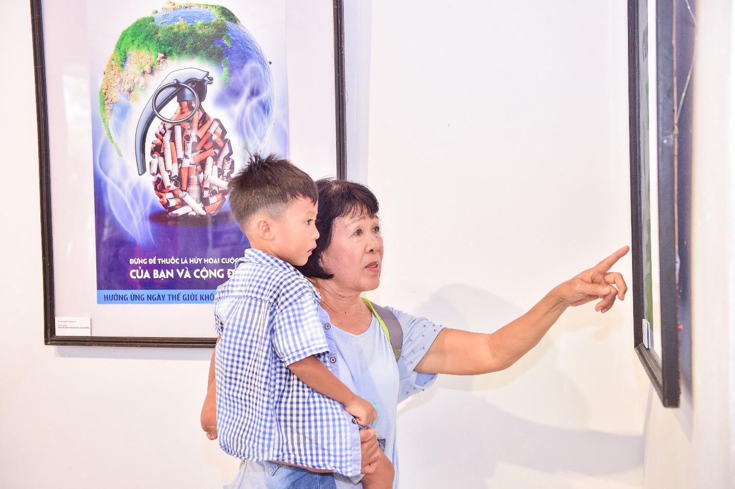 Triển lãm tranh cổ động về phòng, chống tác hại của thuốc lá năm 2019 - Ảnh 9.