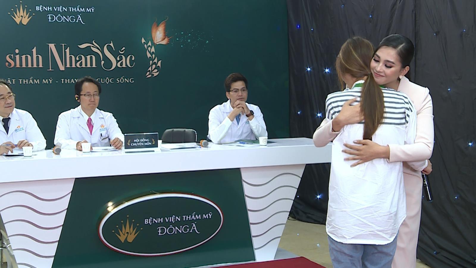 Hoa hậu Trần Tiểu Vy - Nàng hậu hết lòng vì những số phận khiếm khuyết ngoại hình - Ảnh 3.