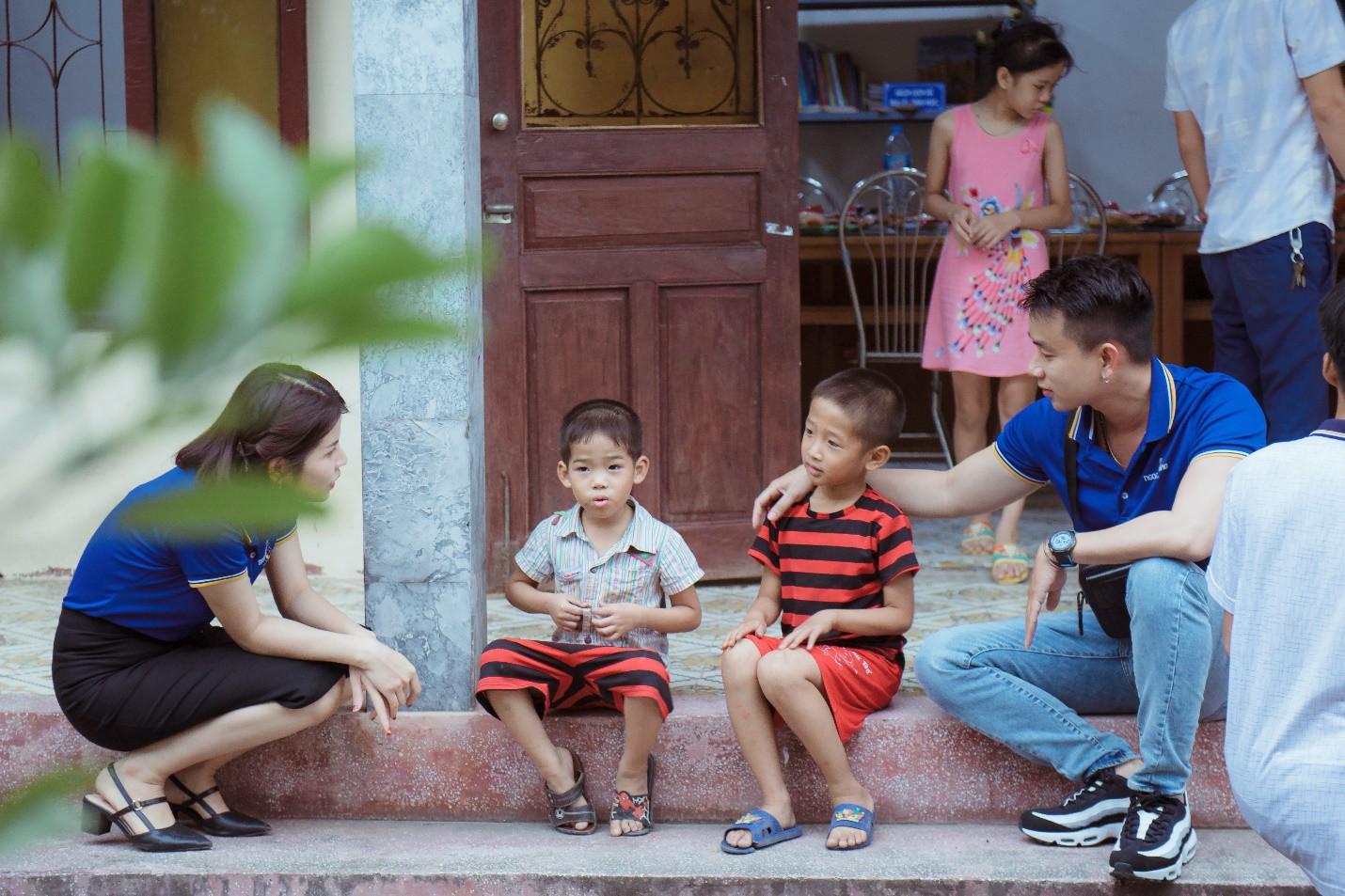 Chuyện về chuyến hành trình tại khu trại trẻ mồ côi, khi ước mơ đơn giản là tập vở trắng - Ảnh 1.