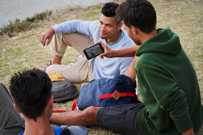 Những trải nghiệm cực đã khi sở hữu một chiếc smartphone màn hình lớn - Ảnh 1.
