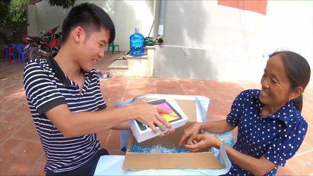 Bà Tân Vlog bất ngờ nhận được món quà siêu to khổng lồ từ con trai và cái kết! - Ảnh 2.
