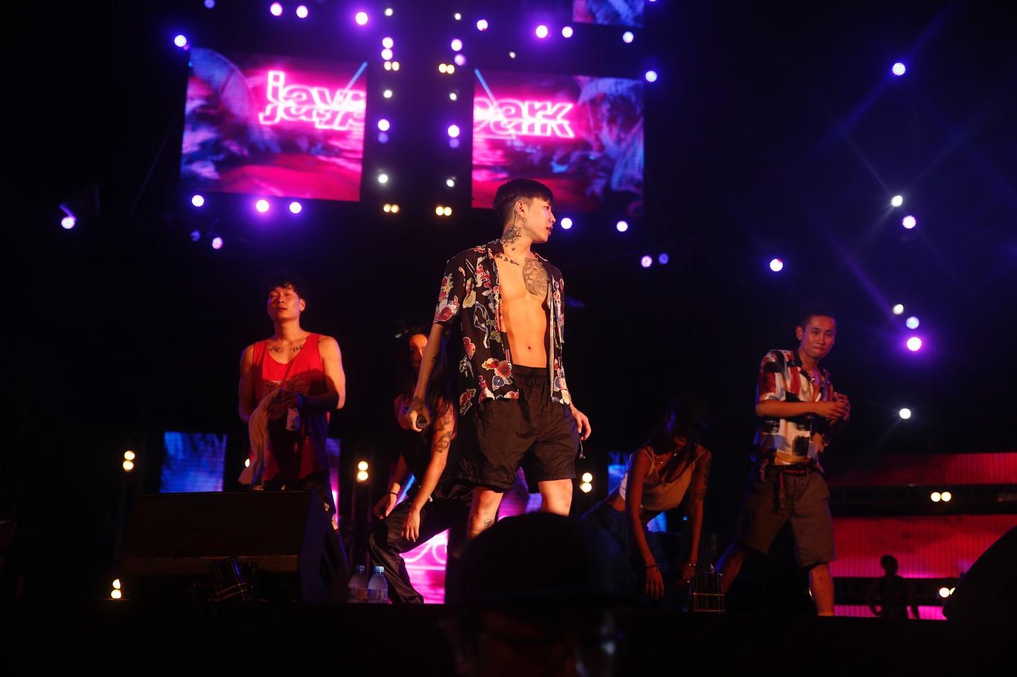 Jay Park phanh áo quyến rũ, liên tục nói tiếng Việt trong buổi rehearsal - Ảnh 3.