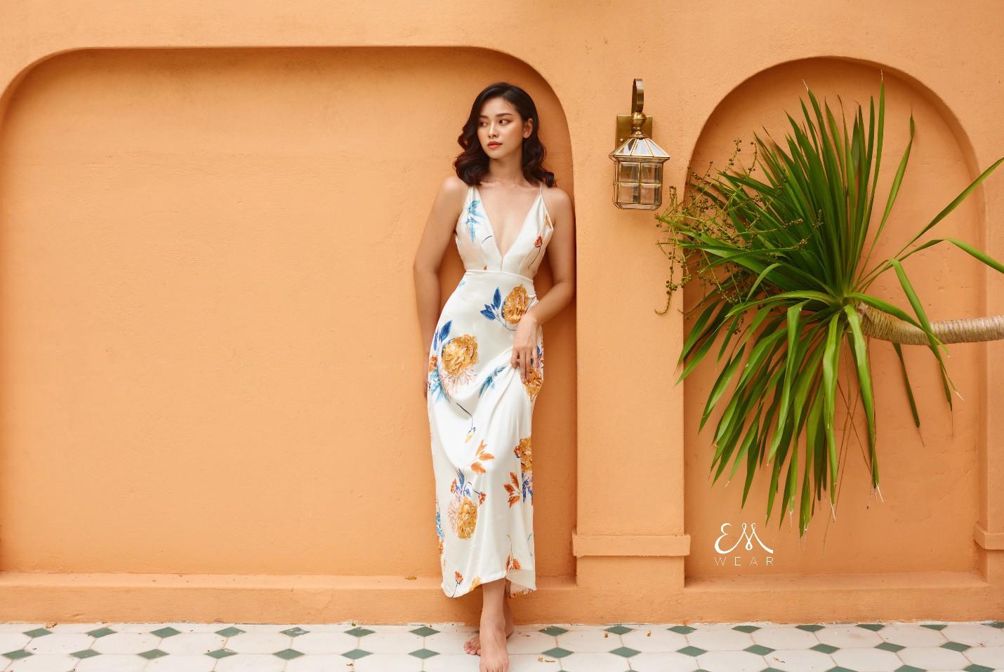 Tropical '19 Collection – Xu hướng váy lụa nhiệt đới cho những chuyến đi mùa hè - Ảnh 1.
