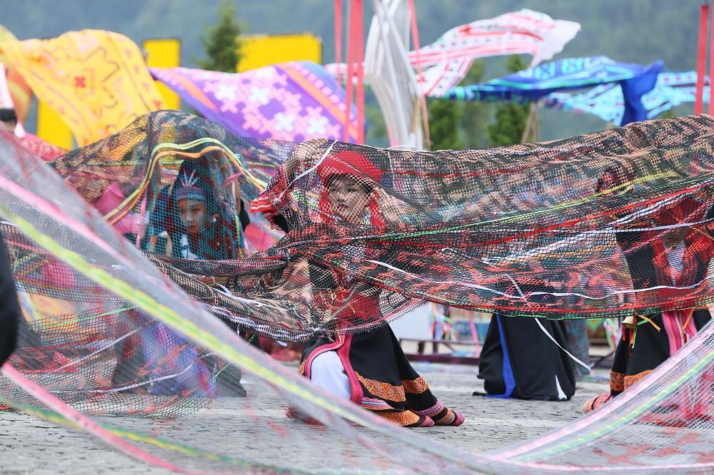 """Sau Vũ hội Ánh Dương, """"phù thủy sân khấu"""" Phạm Hoàng Nam tiếp tục mang tới đỉnh Fansipan Vũ điệu trên mây - Ảnh 5."""