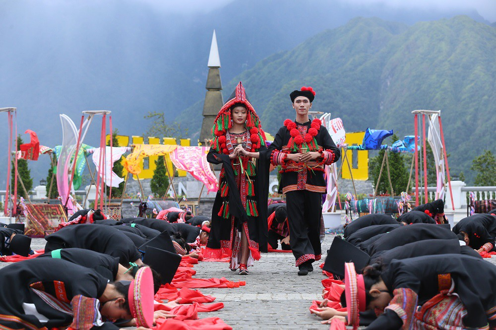 """Sau Vũ hội Ánh Dương, """"phù thủy sân khấu"""" Phạm Hoàng Nam tiếp tục mang tới đỉnh Fansipan Vũ điệu trên mây - Ảnh 6."""