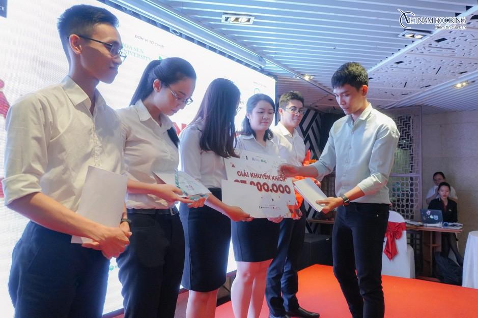Vietnam Booking truyền cảm hứng đam mê để các bạn sinh viên ngành dịch vụ du lịch tỏa sáng - Ảnh 1.