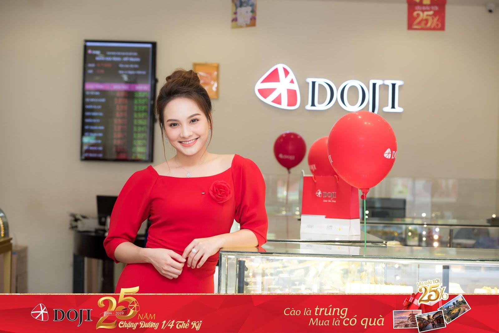 Bảo Thanh và hàng ngàn khách hàng nhận quà dịp sinh nhật DOJI - Ảnh 1.