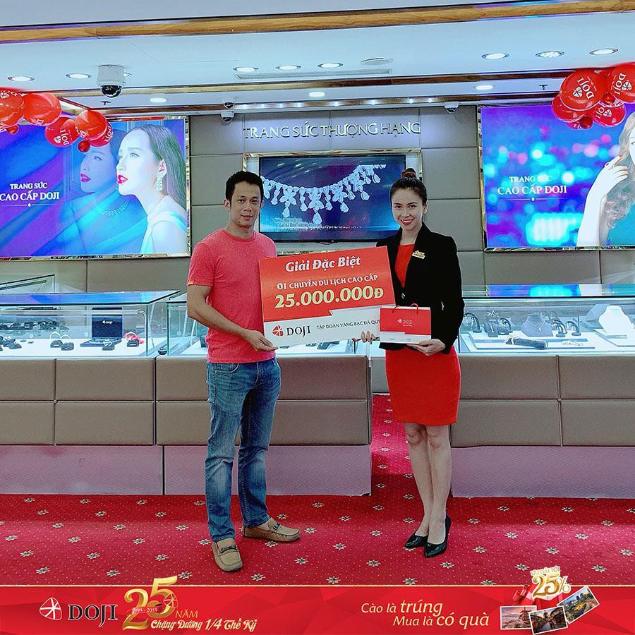 Bảo Thanh và hàng ngàn khách hàng nhận quà dịp sinh nhật DOJI - Ảnh 4.