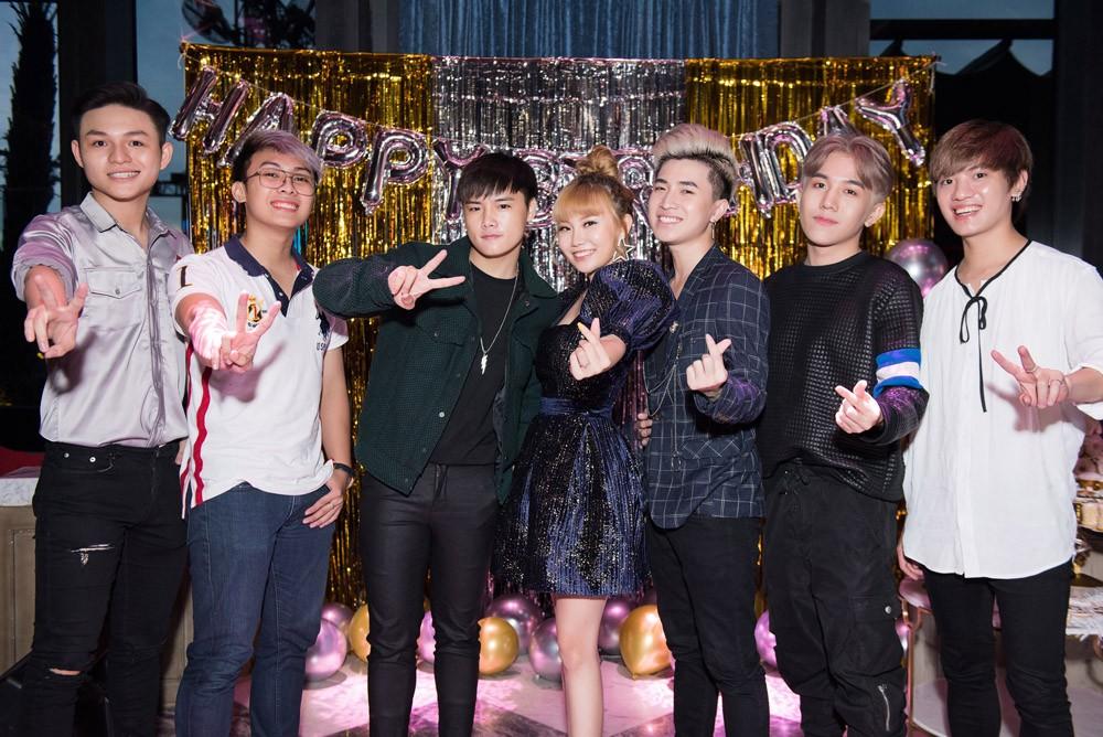 Danh ca Thanh Hà cùng bạn trai góp mặt trong tiệc sinh nhật trò cưng Châu Nhi - Ảnh 9.