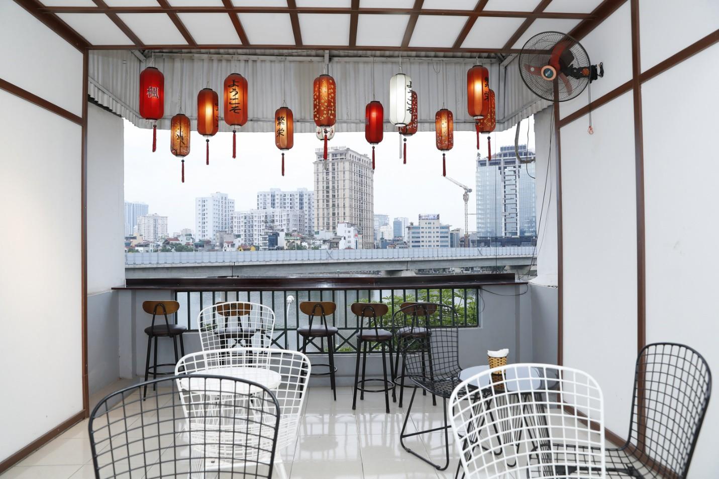 Hoàng Dũng The Voice, Dương Trần Nghĩa và FatB quẩy tưng bừng tại Kira Coffee & Lounge - Ảnh 2.