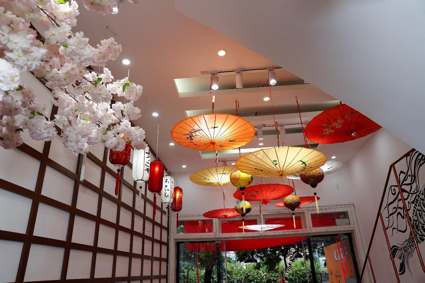 Hoàng Dũng The Voice, Dương Trần Nghĩa và FatB quẩy tưng bừng tại Kira Coffee & Lounge - Ảnh 3.
