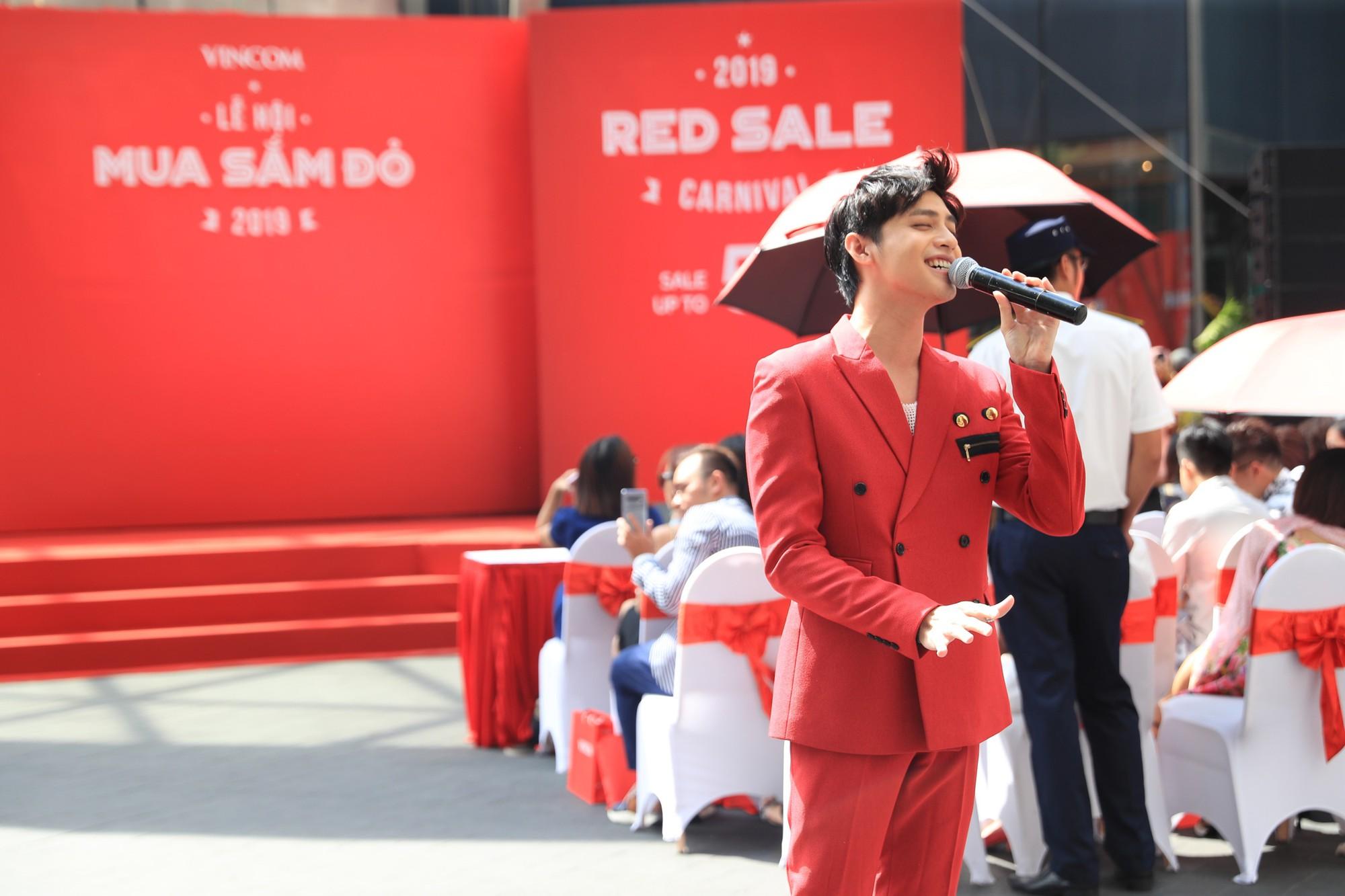Noo Phước Thịnh điển trai, khuấy động lễ khai mạc Vincom Red Sale Carnival 2019 - Ảnh 3.