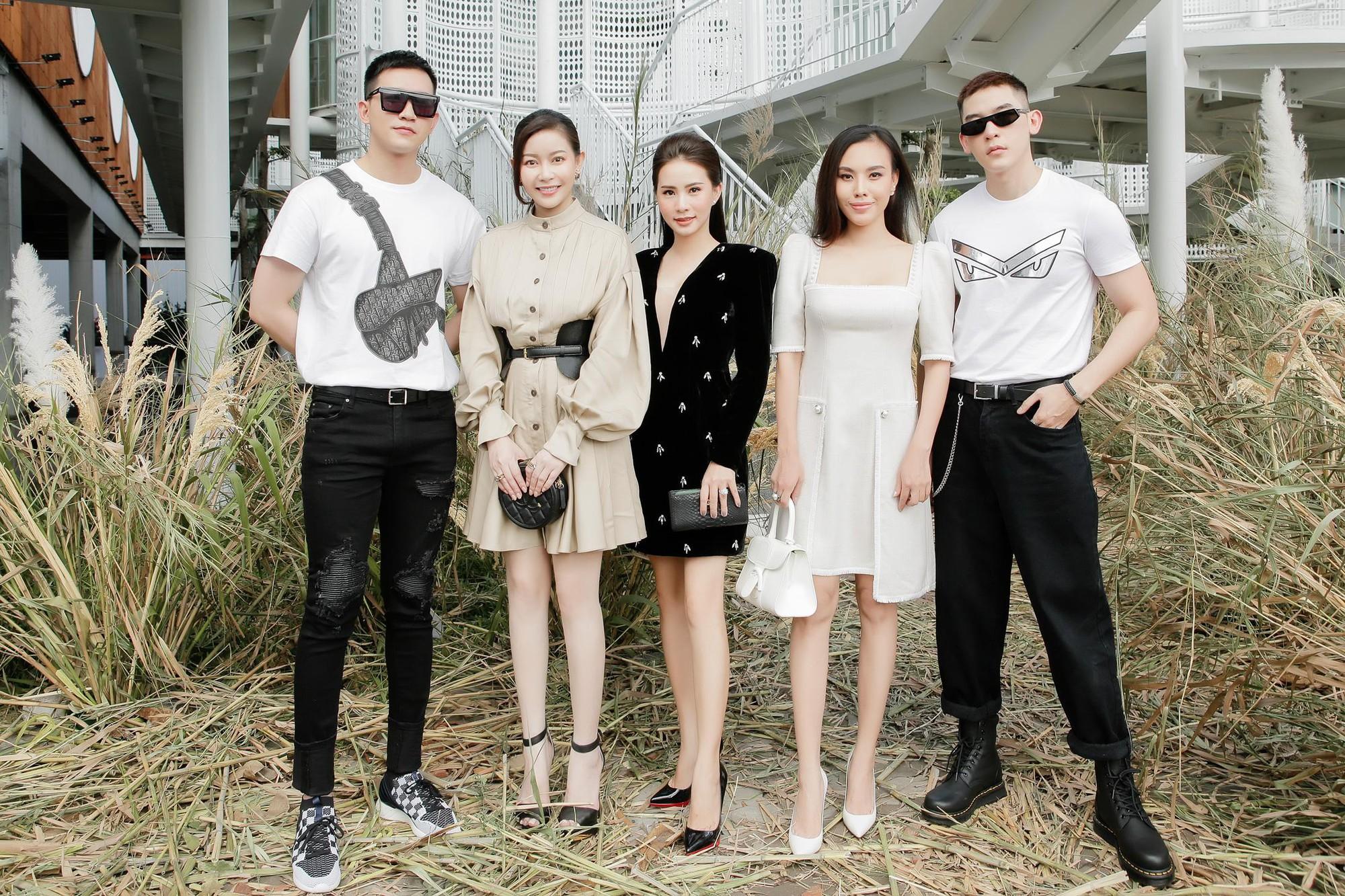 Hoa hậu Hải Dương được mỹ nam Minh Trung - Võ Cảnh tháp tùng, mua hơn nửa BST mới khi dự show của Chung Thanh Phong - Ảnh 10.