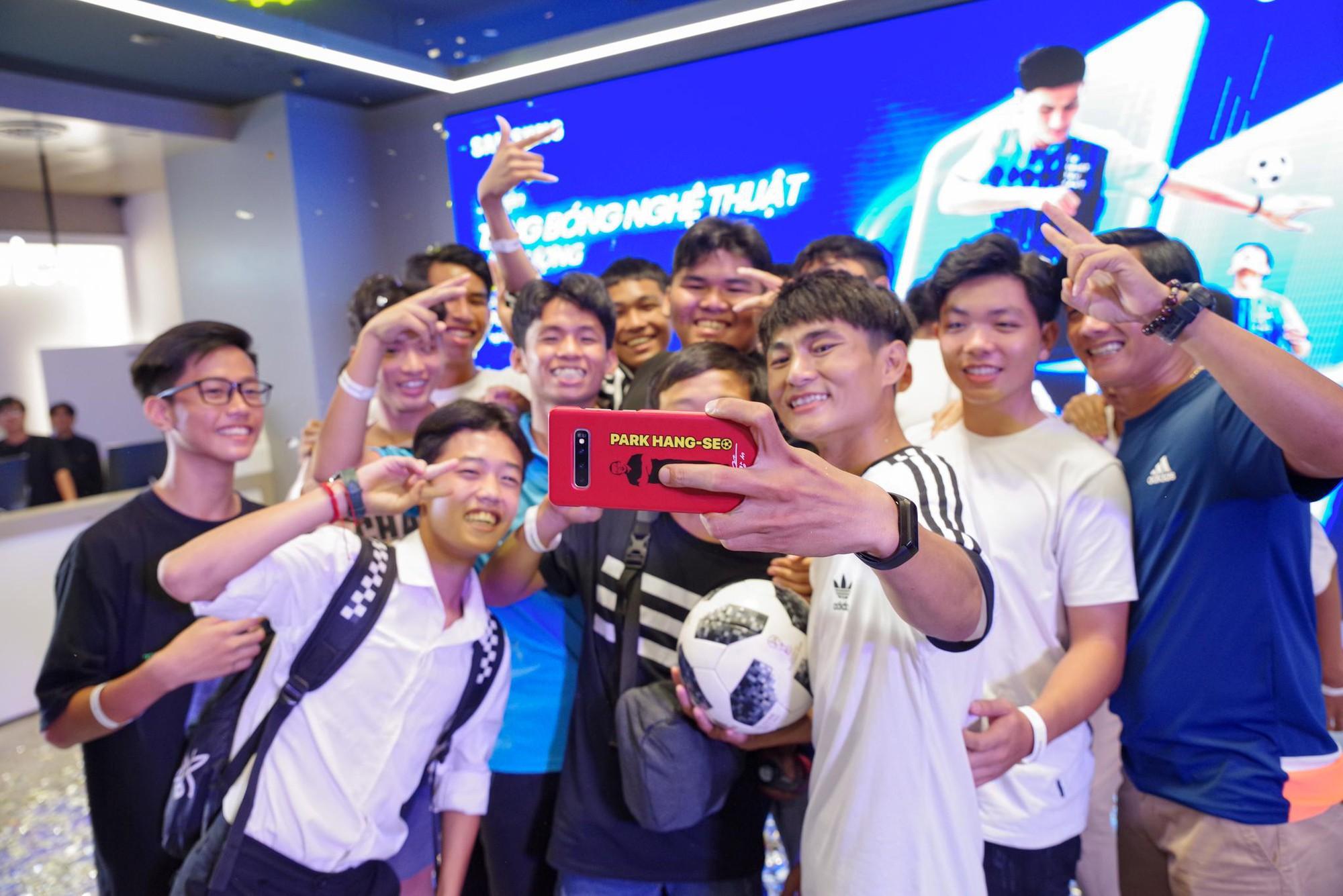 """""""Phù thủy tâng bóng"""" Phạm Trọng Thy khuấy đảo Samsung Showcase - Ảnh 9."""