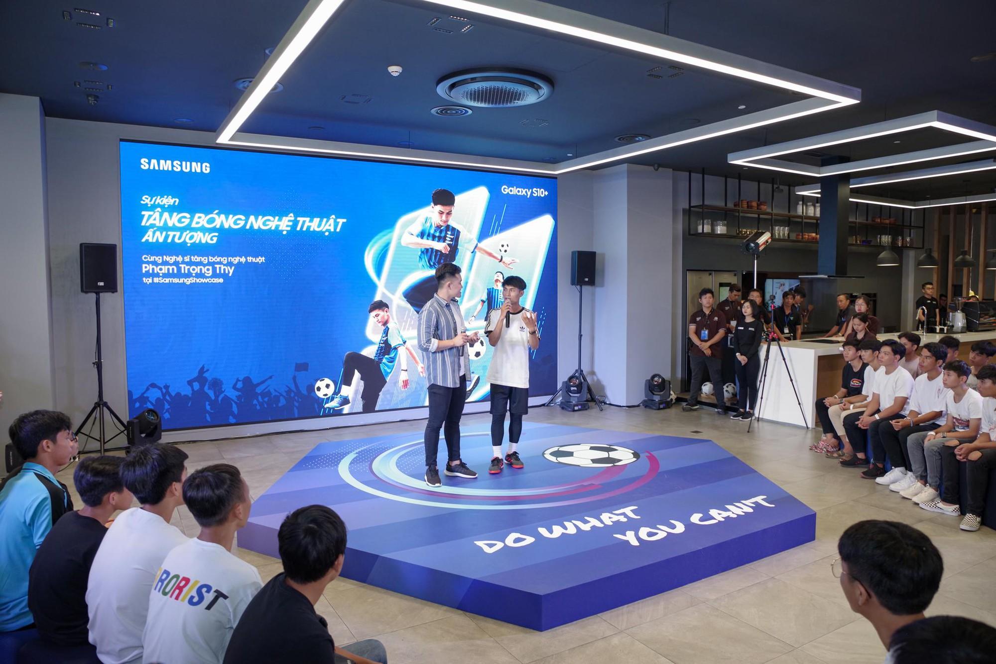 """""""Phù thủy tâng bóng"""" Phạm Trọng Thy khuấy đảo Samsung Showcase - Ảnh 3."""