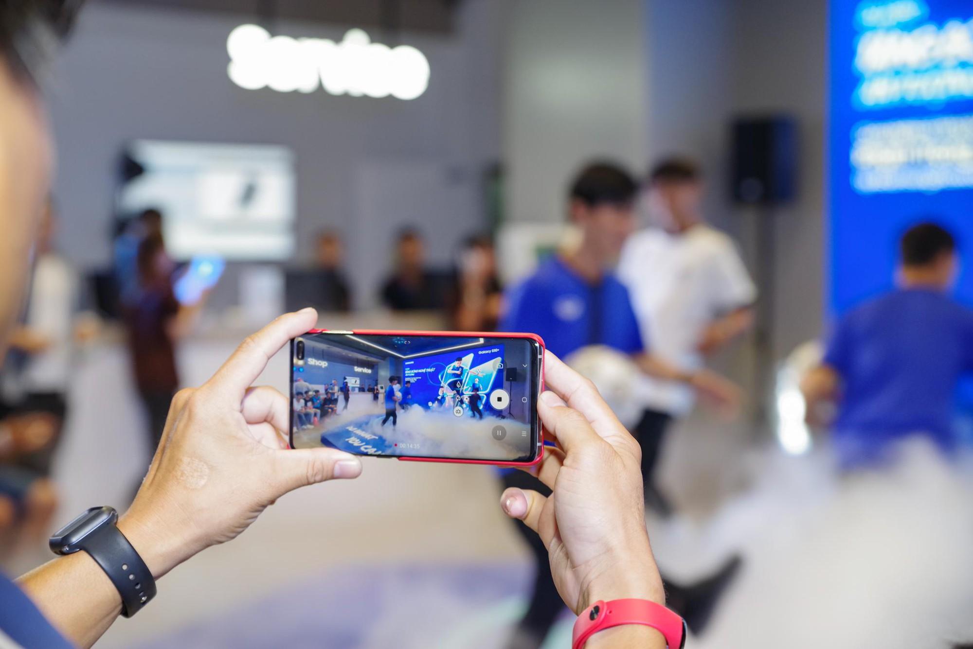 """""""Phù thủy tâng bóng"""" Phạm Trọng Thy khuấy đảo Samsung Showcase - Ảnh 4."""