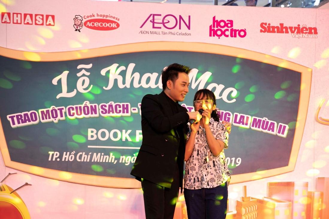 """AEON MALL Tân Phú Celadon """"trao tặng tương lai"""" cho trẻ em nghèo với hành trình quyên góp 5000 cuốn sách - Ảnh 1."""