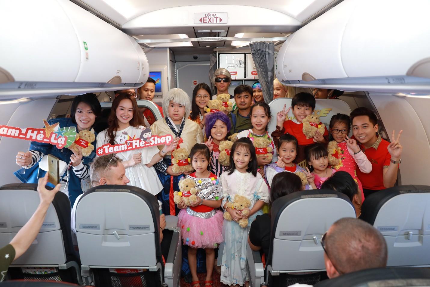 """Vietjet cùng cô bé máy bay Amy truyền cảm hứng cho hàng triệu người: """"Kết nối yêu thương - Xõa bung chất hè"""" - Ảnh 1."""
