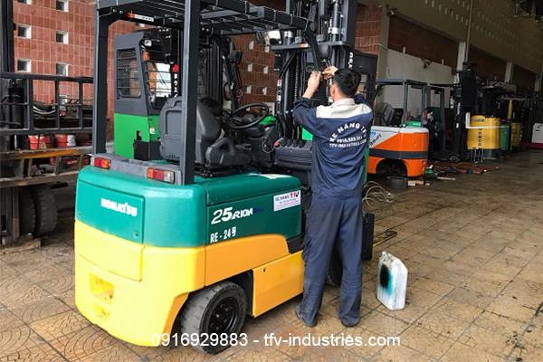 Thuê xe nâng cũ nhập khẩu chính ngạch từ TFV Industries - Ảnh 1.
