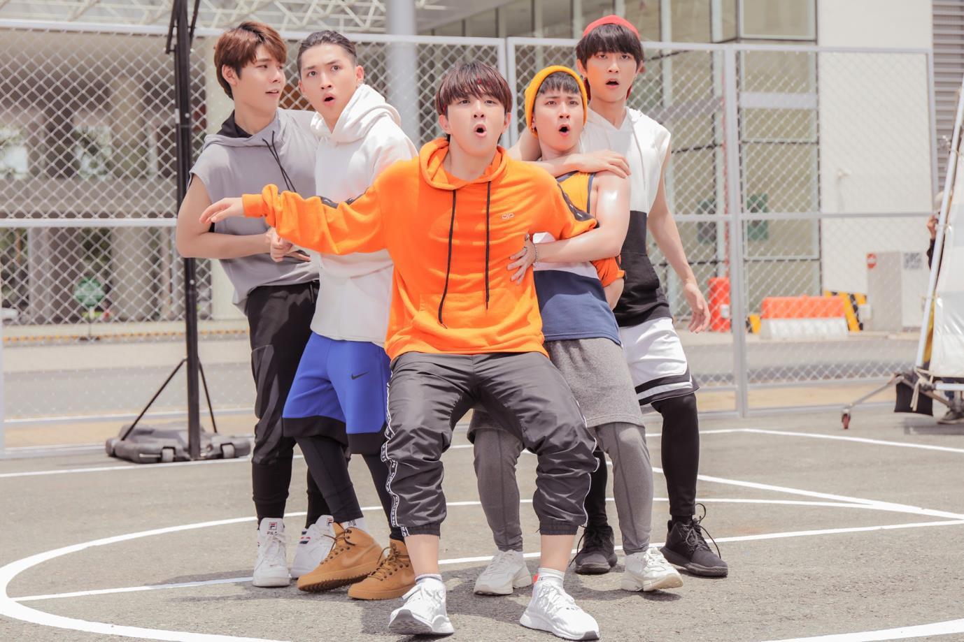 Xót xa cho dàn trai đẹp UNI5 bị Hoàng Yến Chibi trêu trong teaser comeback - Ảnh 3.