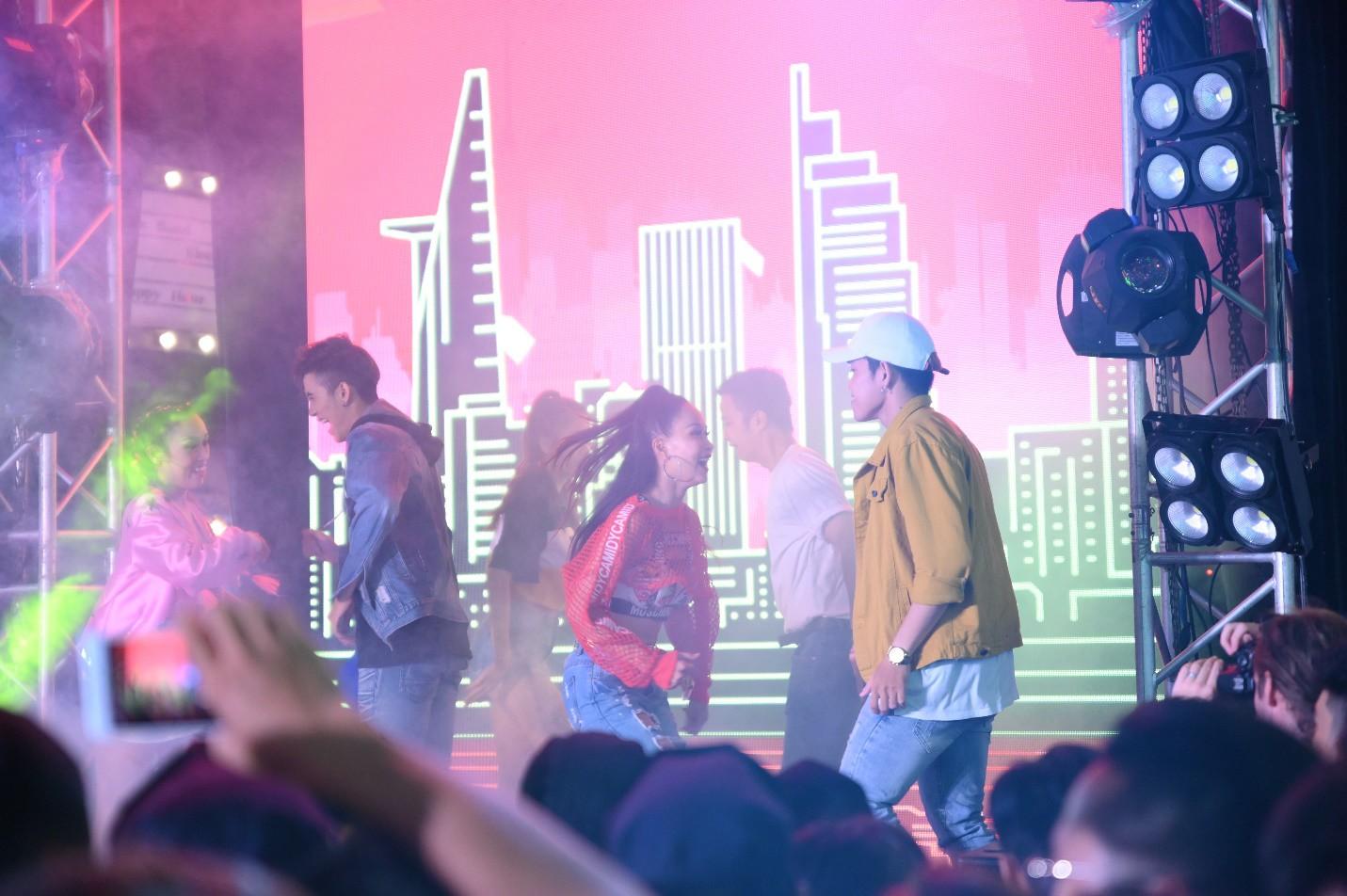 """Hàng nghìn bạn trẻ """"quẩy"""" hết mình tại sự kiện hoành tráng nhất tháng 8 mang tên """"Đêm Sài Gòn"""" - Ảnh 2."""