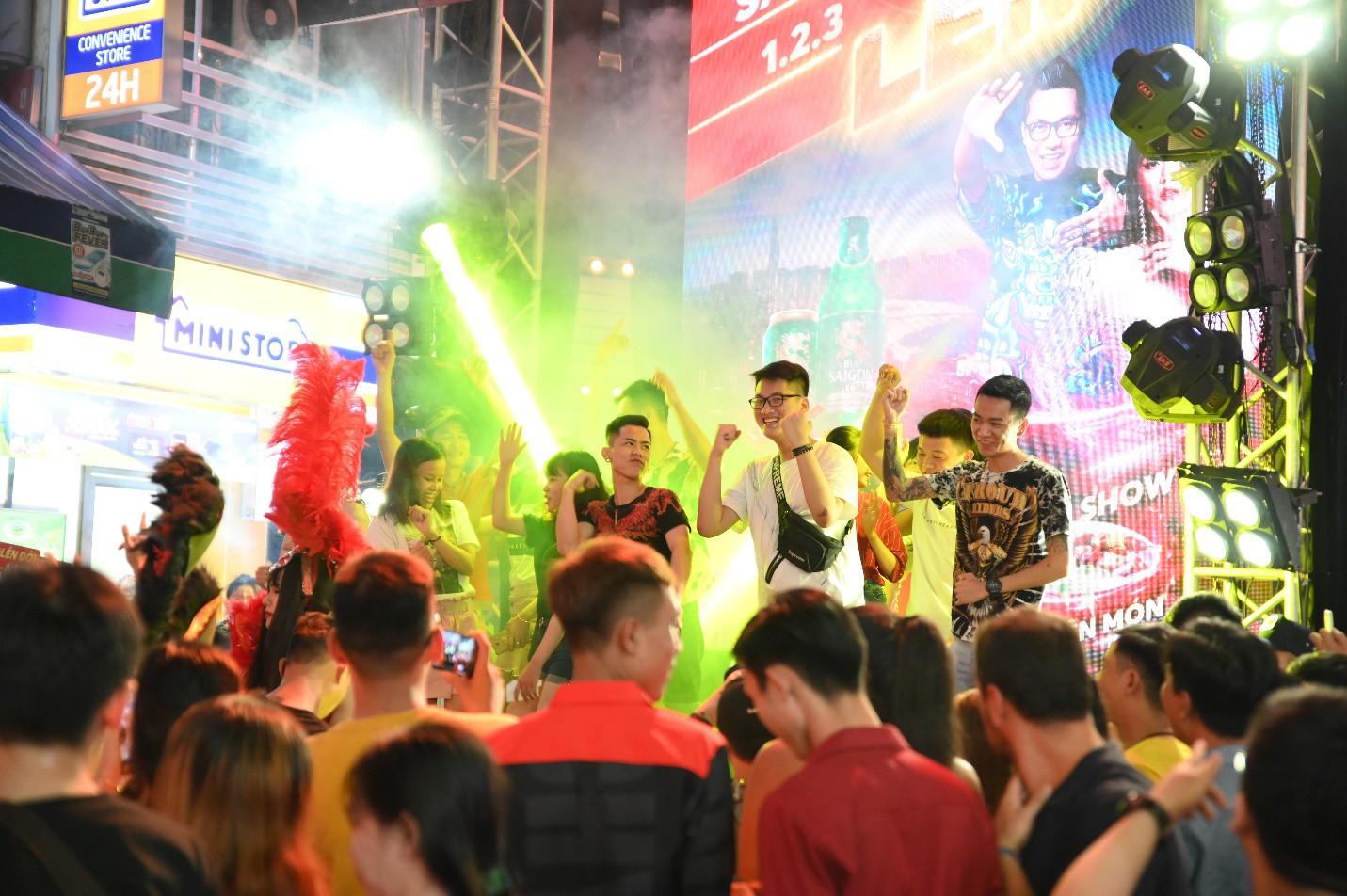 """Hàng nghìn bạn trẻ """"quẩy"""" hết mình tại sự kiện hoành tráng nhất tháng 8 mang tên """"Đêm Sài Gòn"""" - Ảnh 3."""