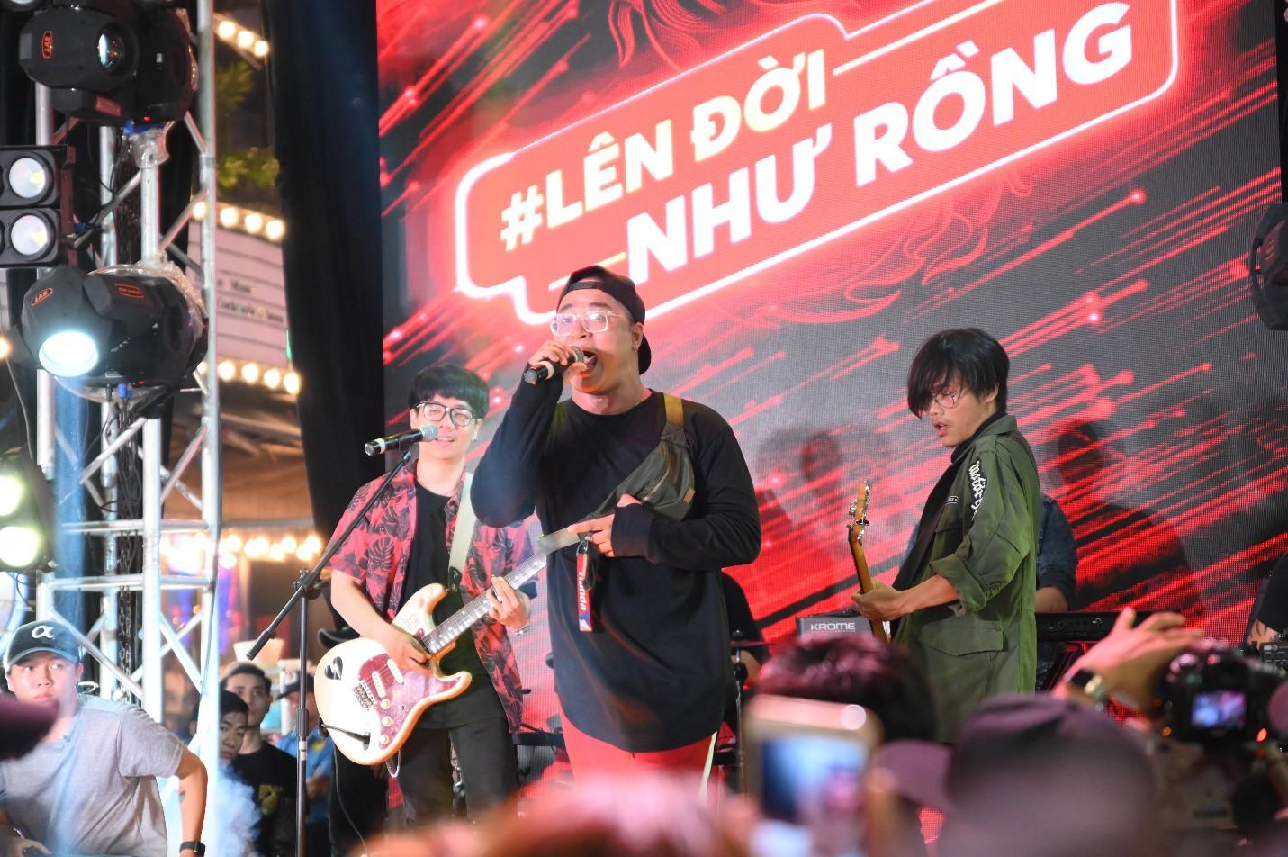 """Hàng nghìn bạn trẻ """"quẩy"""" hết mình tại sự kiện hoành tráng nhất tháng 8 mang tên """"Đêm Sài Gòn"""" - Ảnh 7."""