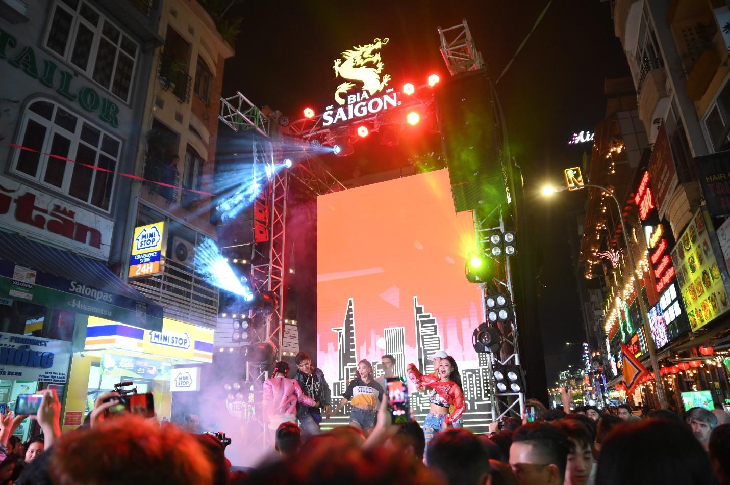 """Hàng nghìn bạn trẻ """"quẩy"""" hết mình tại sự kiện hoành tráng nhất tháng 8 mang tên """"Đêm Sài Gòn"""" - Ảnh 8."""