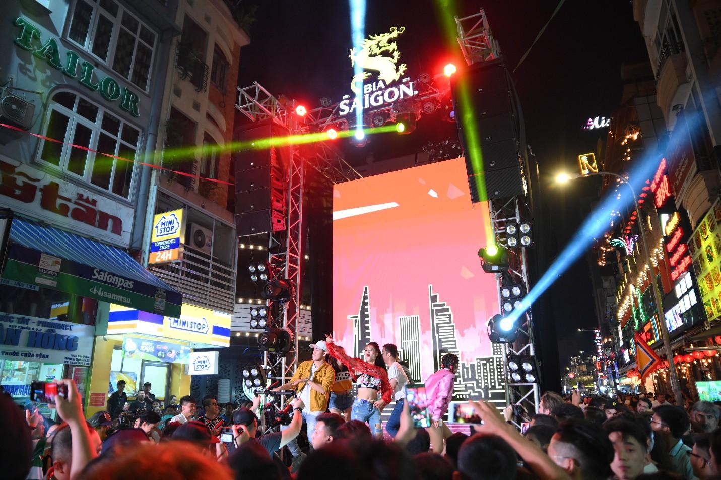 """Hàng nghìn bạn trẻ """"quẩy"""" hết mình tại sự kiện hoành tráng nhất tháng 8 mang tên """"Đêm Sài Gòn"""" - Ảnh 9."""