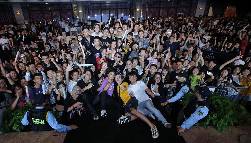 Bùng nổ cùng hơn 2,000 người tham dự đêm nhạc hội kỷ niệm 20 năm FPT Aptech - Ảnh 1.