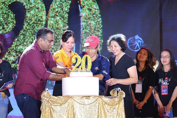 Bùng nổ cùng hơn 2,000 người tham dự đêm nhạc hội kỷ niệm 20 năm FPT Aptech - Ảnh 2.