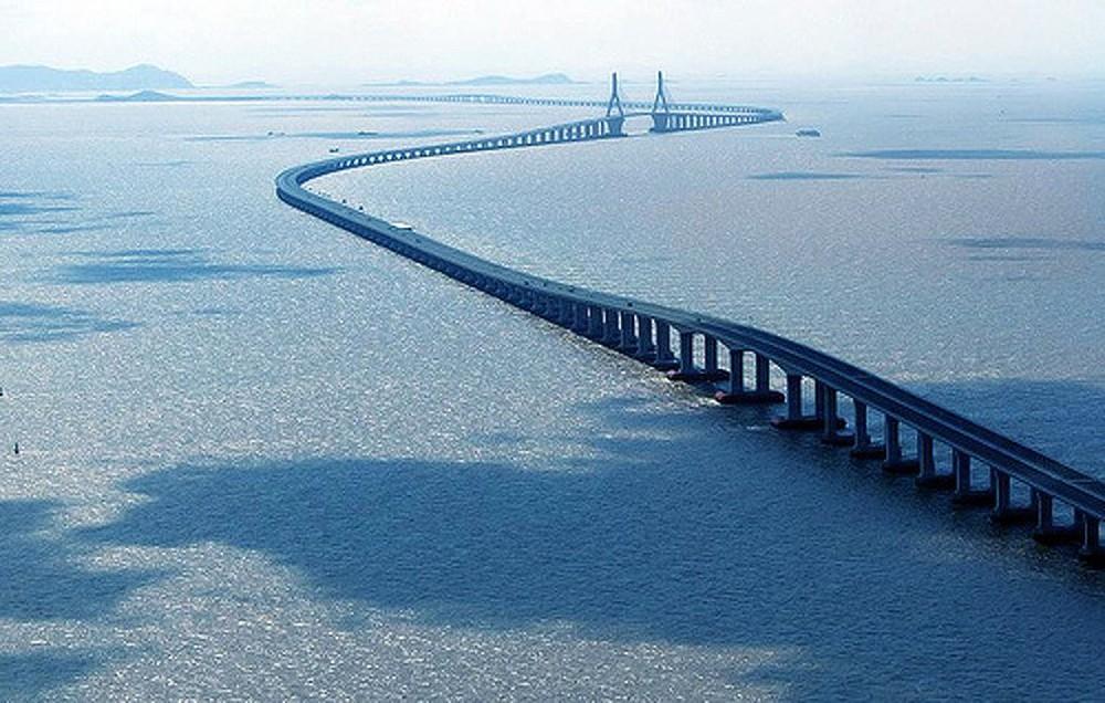 Vòng quanh thế giới ngắm những cây cầu độc nhất vô nhị - Ảnh 1.