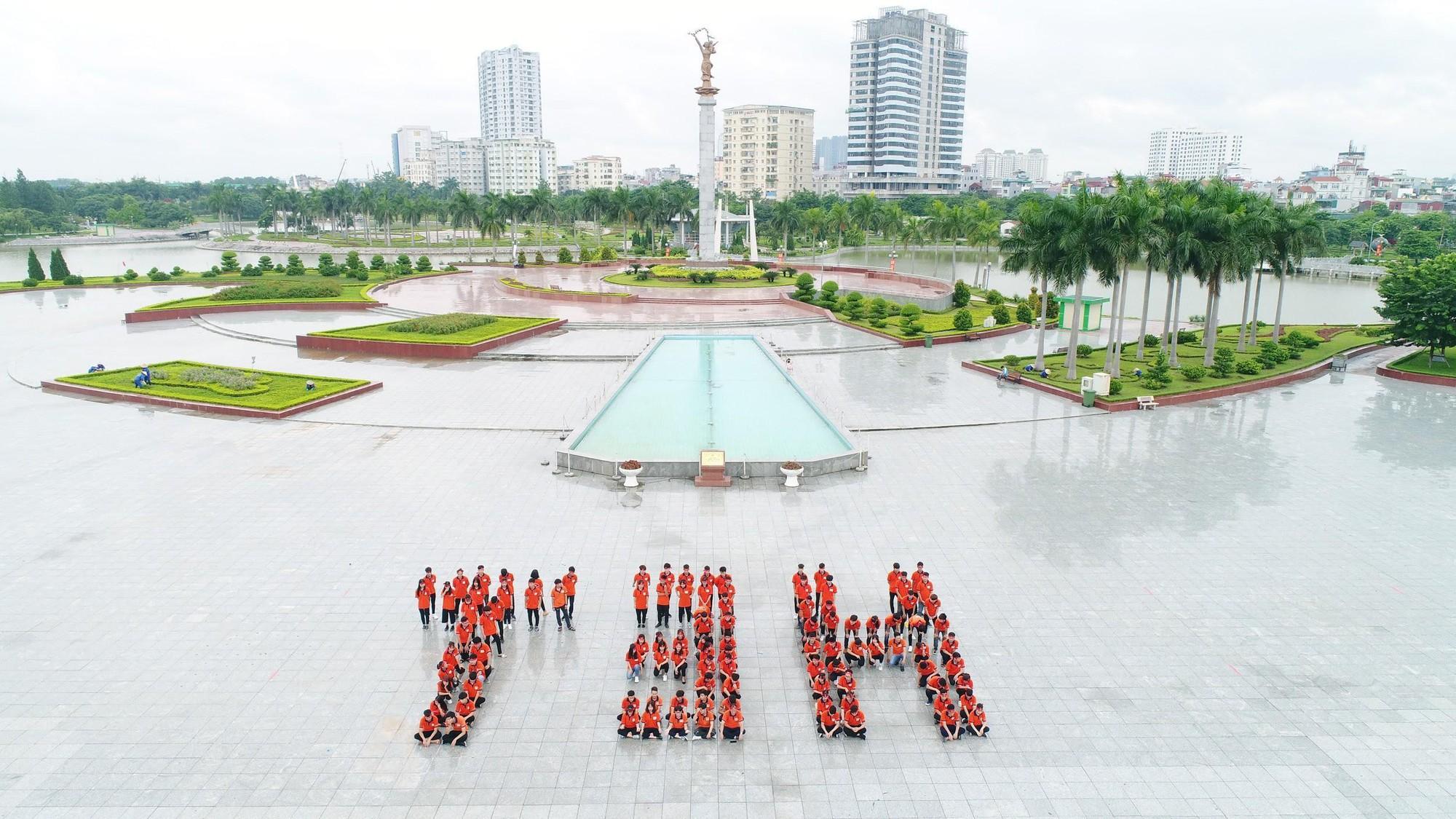 Tân sinh viên TTTH (T3H) nhảy flashmode chào đón Quốc khánh - Ảnh 4.