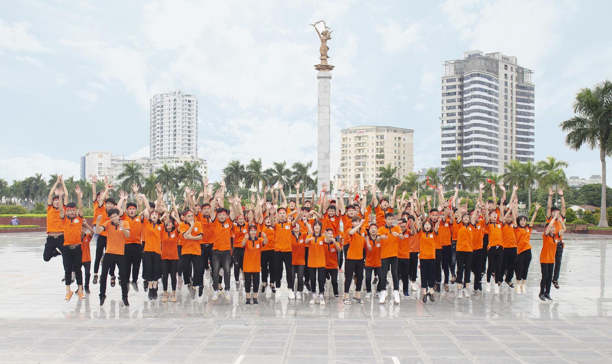 Tân sinh viên TTTH (T3H) nhảy flashmode chào đón Quốc khánh - Ảnh 5.