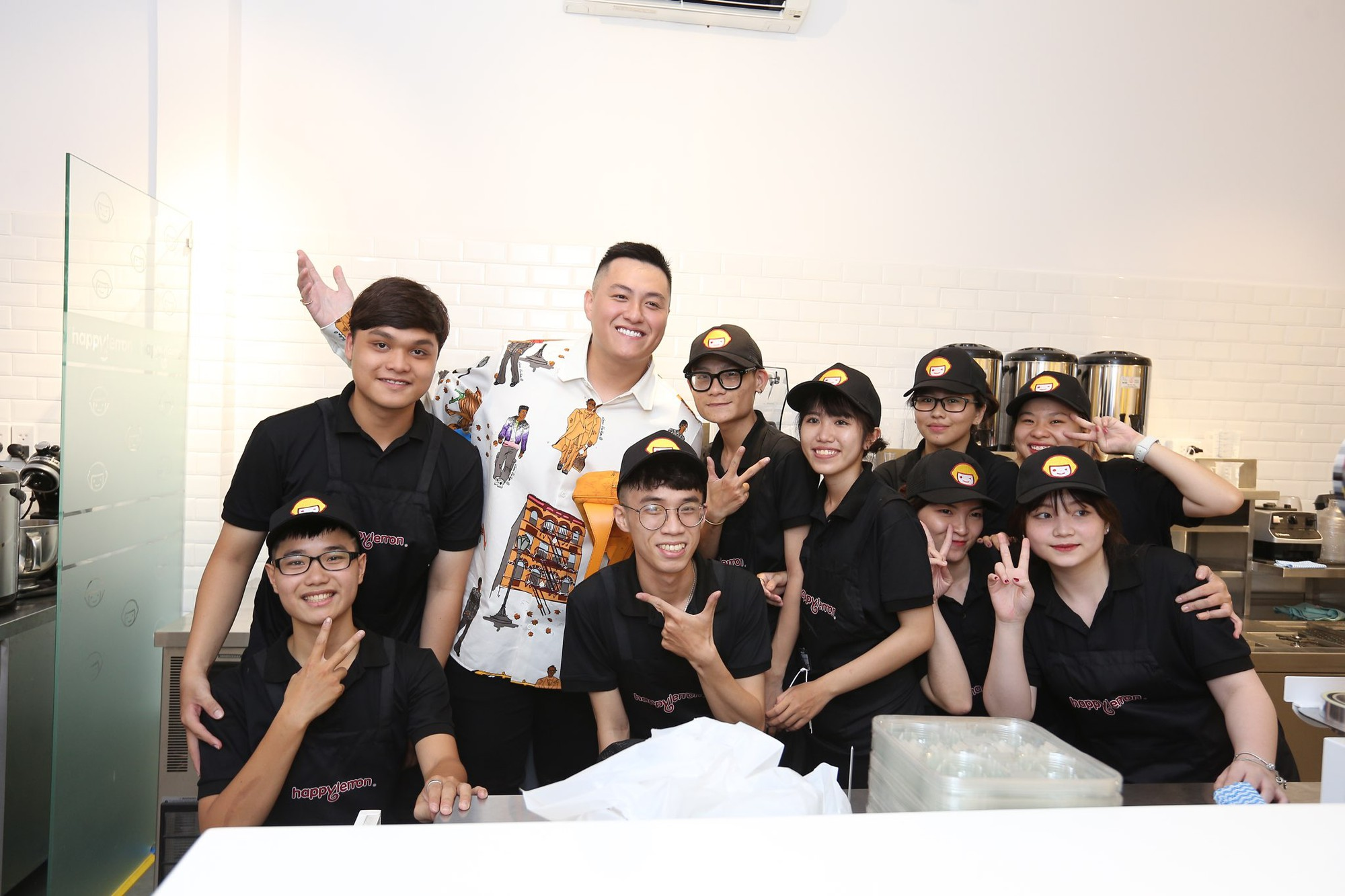Trúc Nhân và Fabo Nguyễn gây náo loạn cả khu phố trà sữa, Happy Lemon chính thức đổ bộ thị trường Việt Nam - Ảnh 6.