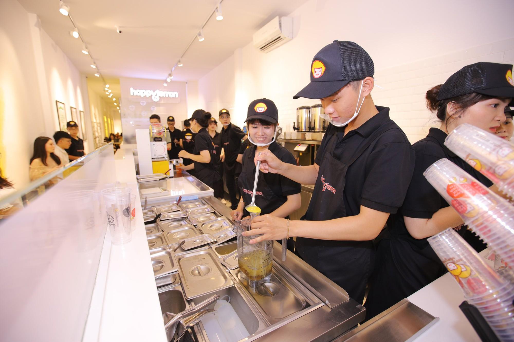 Trúc Nhân và Fabo Nguyễn gây náo loạn cả khu phố trà sữa, Happy Lemon chính thức đổ bộ thị trường Việt Nam - Ảnh 8.