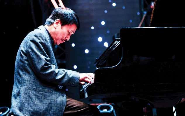 NS Phú Quang tổ chức đêm nhạc trữ tình trên du thuyền triệu đô Scarlet Pearl - Ảnh 2.