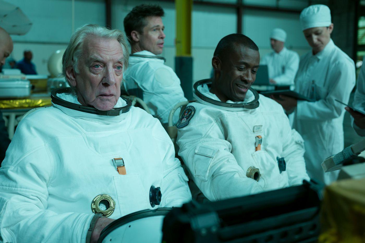 Ad Astra – Rơi nước mắt và nghẹt thở với hành trình tìm cha trong không gian của Brad Pitt - Ảnh 4.