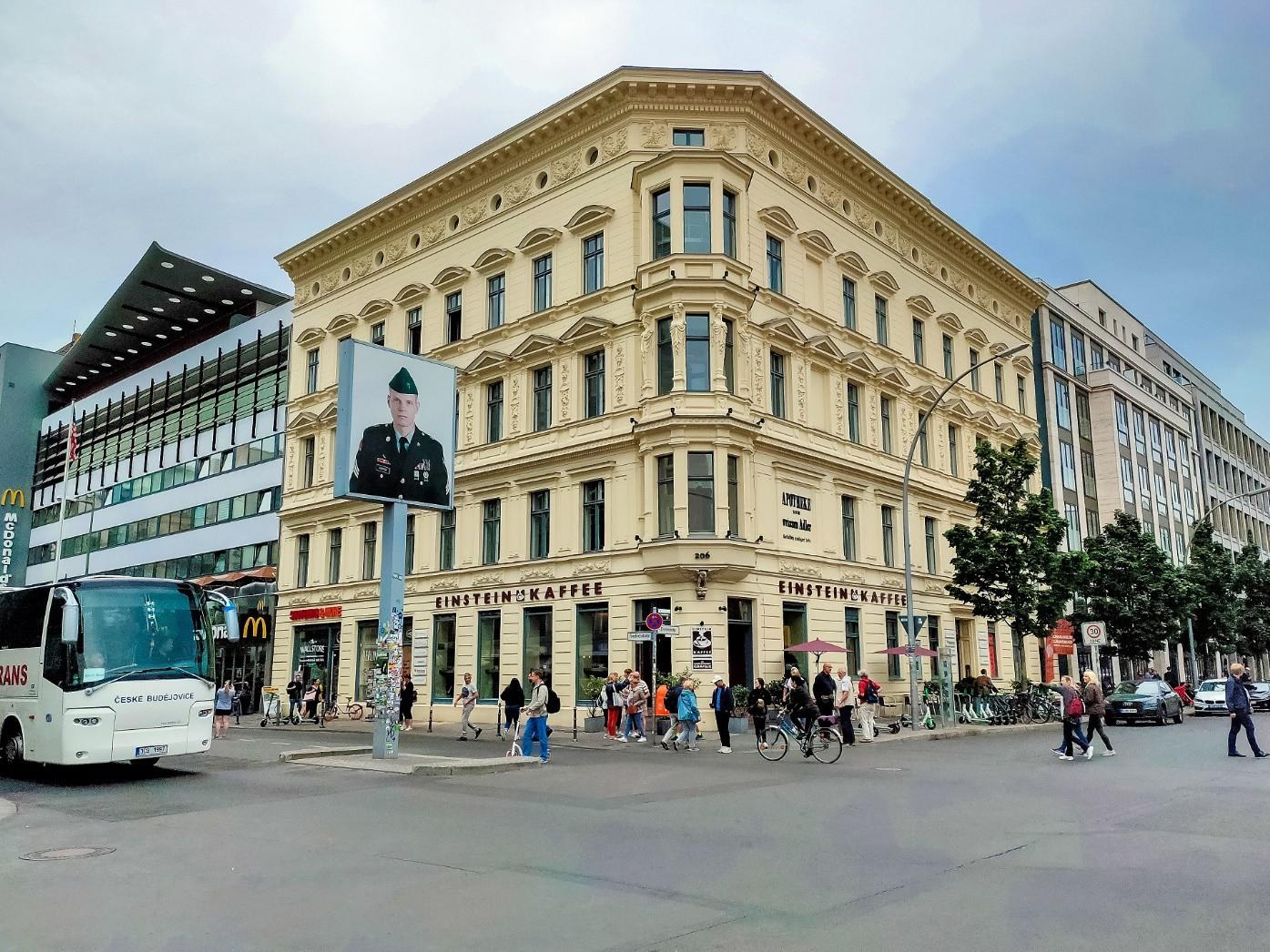 Mùa thu thủ đô Berlin hiện lên đầy rực rỡ qua bốn góc ảnh tuyệt đẹp của OPPO A9 2020 - Ảnh 1.