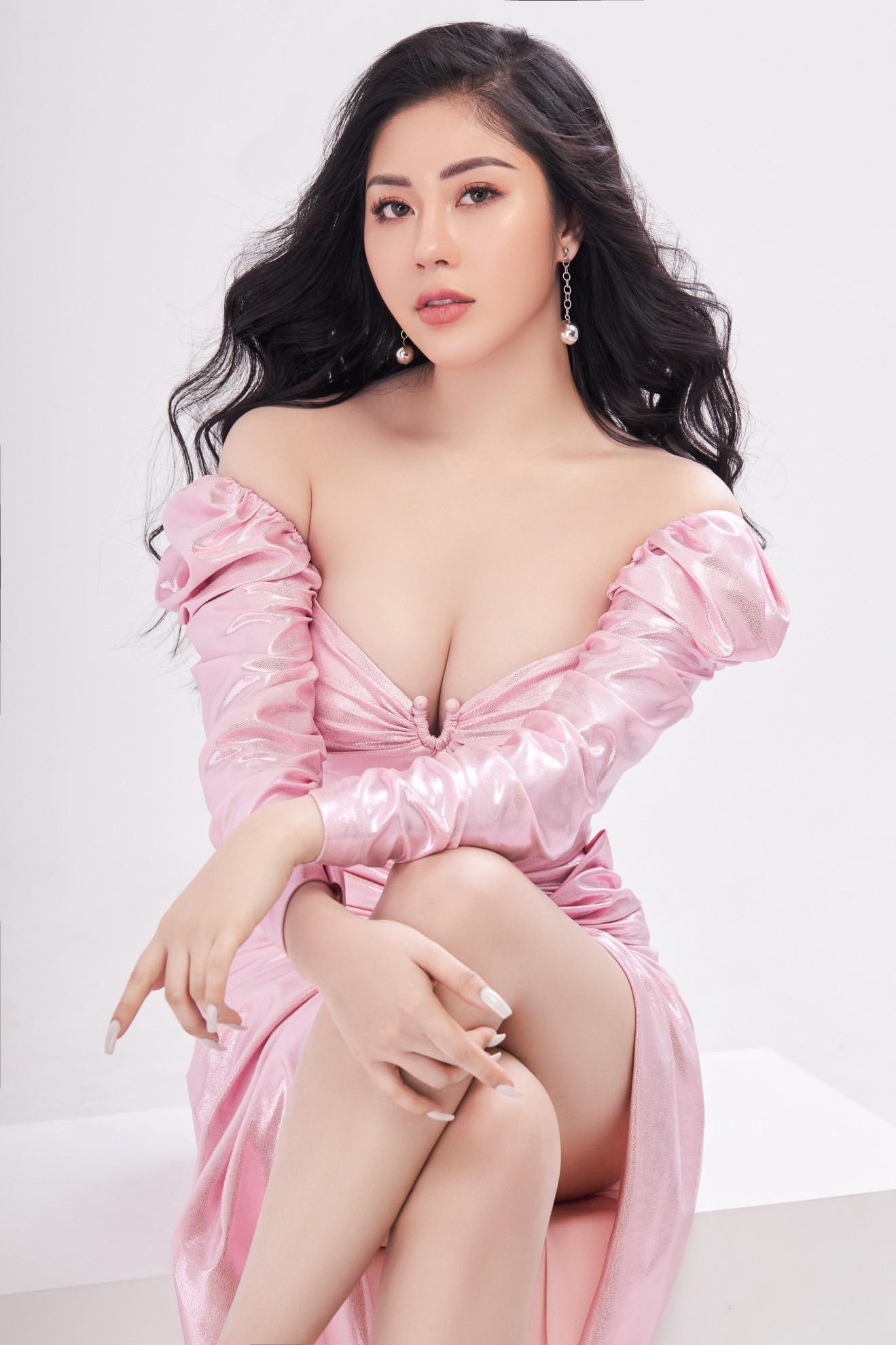 Người đẹp Tô Diệp Hà khoe vẻ gợi cảm sau 1 năm đăng quang - Ảnh 1.