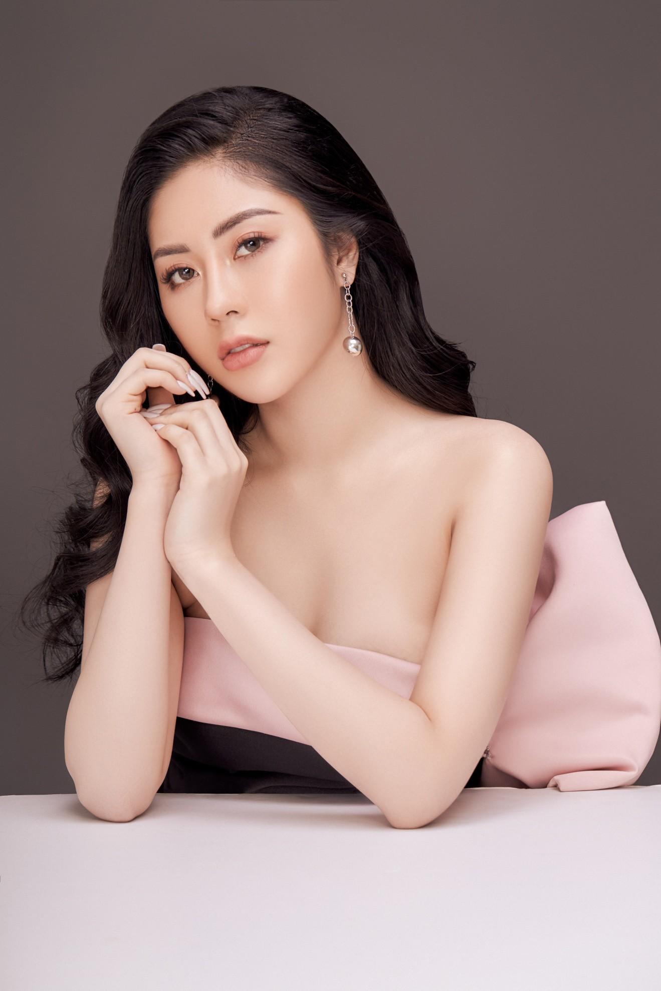 Người đẹp Tô Diệp Hà khoe vẻ gợi cảm sau 1 năm đăng quang - Ảnh 2.