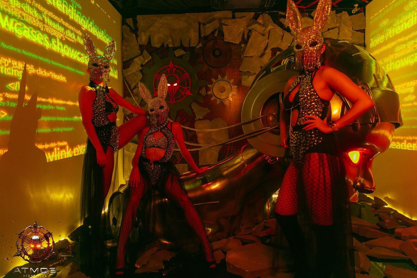 Diện trang phục gợi cảm, Tóc Tiên, Hoàng Thùy Linh khuấy động đêm nhạc với loạt hit đình đám - Ảnh 1.