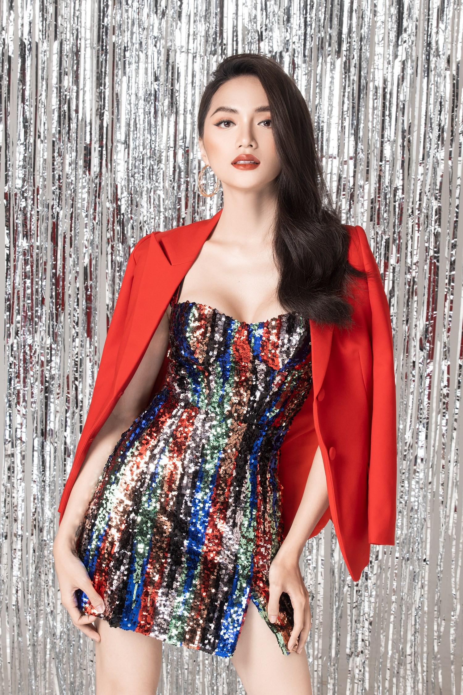 Chinh phục vương miện hoa hậu, Hương Giang lại được mời dự Paris Fashion Week, và cô nàng thực sự xứng đáng! - Ảnh 1.