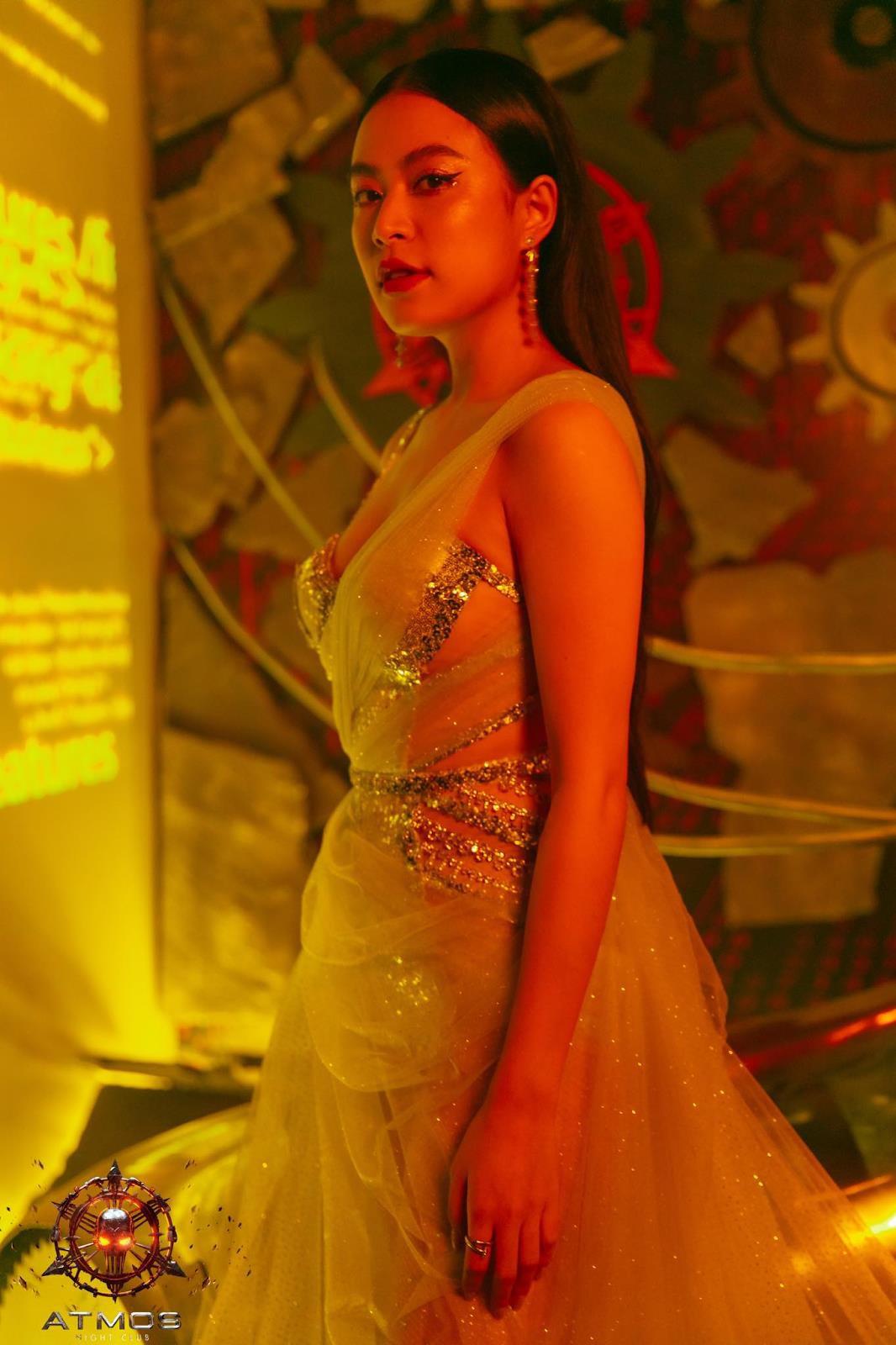Diện trang phục gợi cảm, Tóc Tiên, Hoàng Thùy Linh khuấy động đêm nhạc với loạt hit đình đám - Ảnh 3.