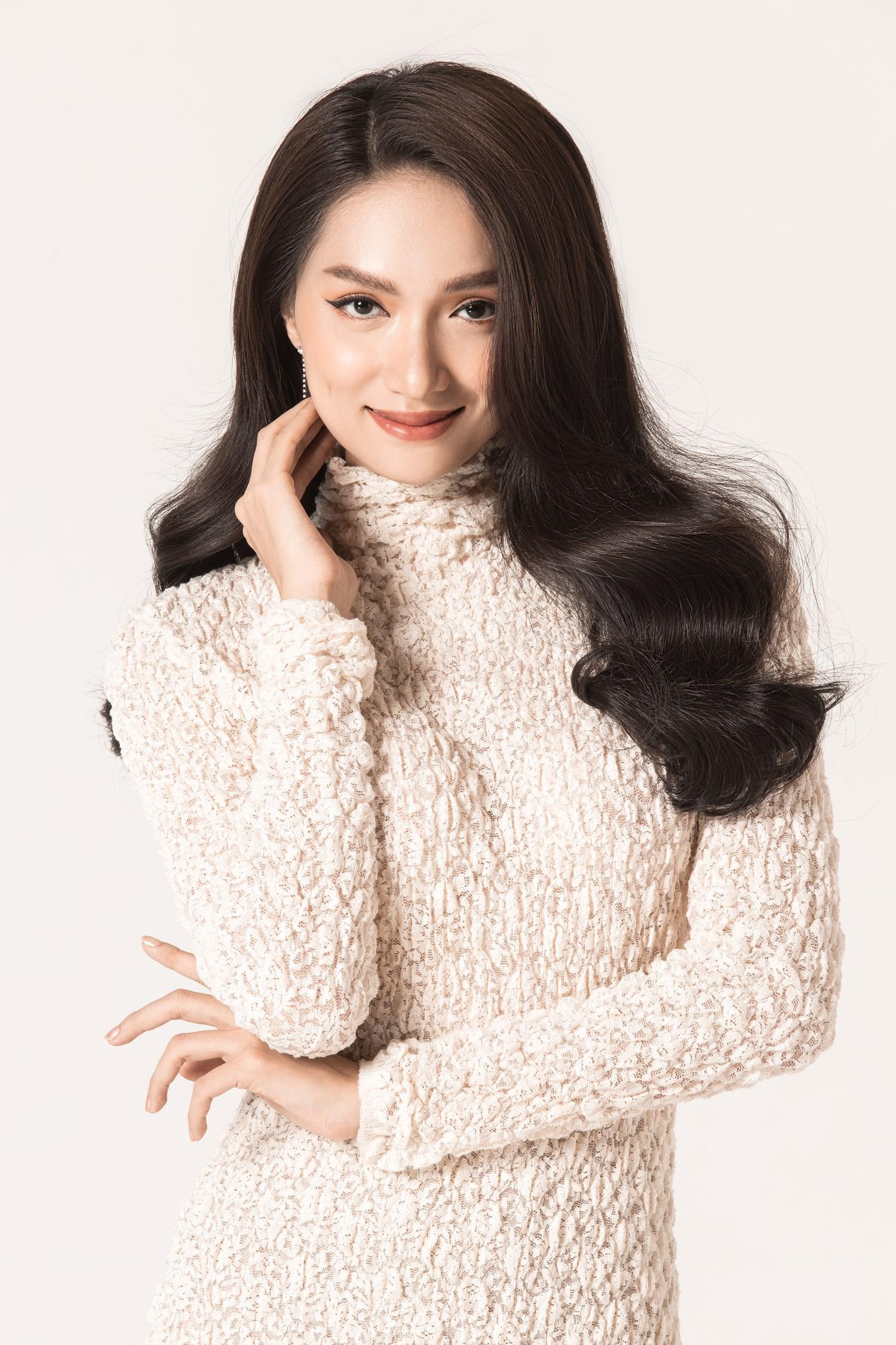 Chinh phục vương miện hoa hậu, Hương Giang lại được mời dự Paris Fashion Week, và cô nàng thực sự xứng đáng! - Ảnh 4.